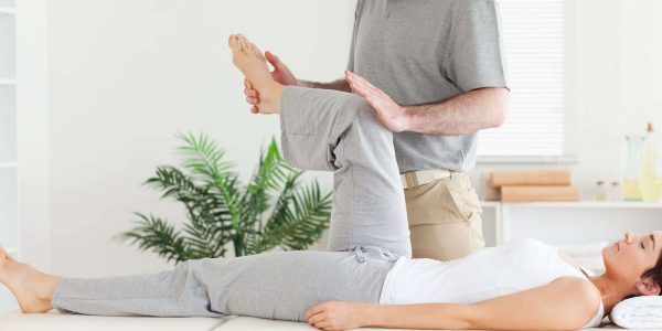 chiropractor-is-stretching